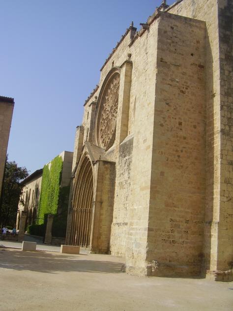 Uno de los costados de la iglesia sant cugat del valles - Temperatura actual en sant cugat del valles ...