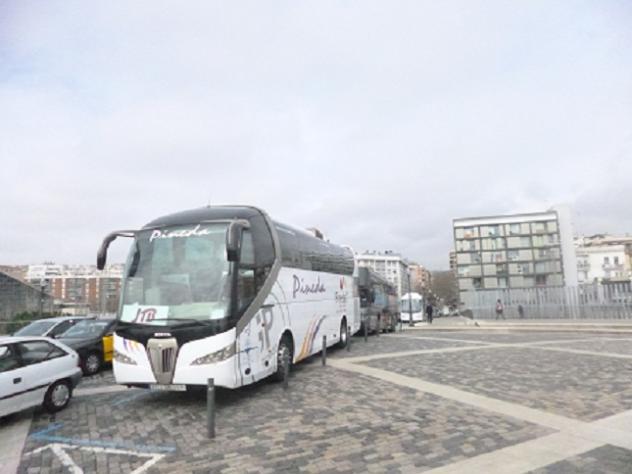 Autobuses estacionados en la calle de la marina barcelona - Calle marina barcelona ...