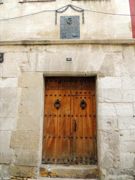 Puerta de la casa del arco de la cadena medina de pomar burgos - Hotel puerta del arco ...