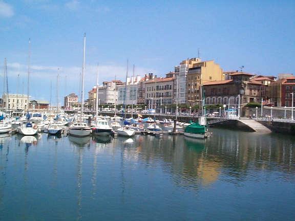 Vista parcial del puerto deportivo gijon asturias - Puerto deportivo gijon ...