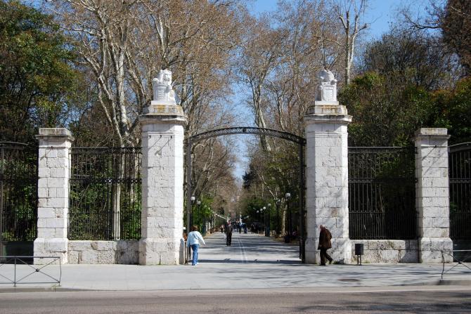 Puerta de la ciudad valladolid - Puertas en valladolid ...