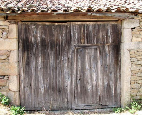 Puertas antiguas gema salamanca for Fotos de puertas de madera antiguas
