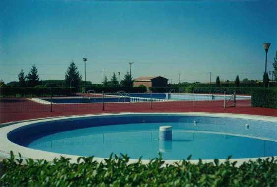 Piscinas municipales vegas del condado le n for Piscinas municipales cubiertas madrid