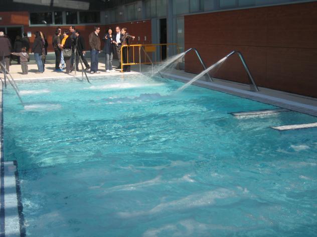 Porfin tenenos nuevas piscinas premia de mar barcelona for Piscina premia de mar
