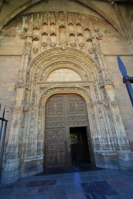 puerta de la iglesia de san marcos leon le n