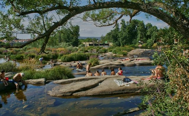 Piscinas naturales en el r o tormes puente del congosto for Piscinas naturales salamanca