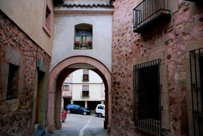 Puerta del hierro siguenza guadalajara for Piscina puerta del hierro