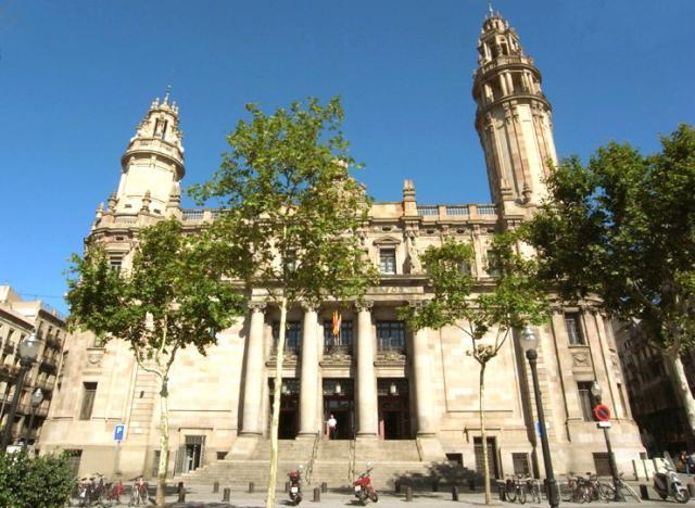 Edificio de correos y tel grafos barcelona for Oficina de correos barcelona