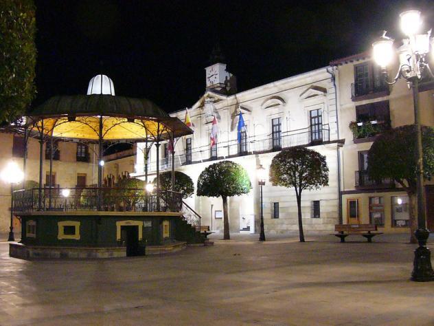 Plaza de espa a de noche miranda de ebro burgos for Hoteles en miranda de ebro burgos
