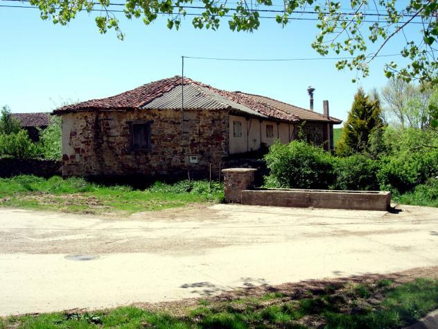 Una casa devaluada con uralita, RABANAL DE LOS CABALLEROS (Palencia)