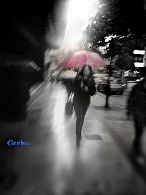 Mujer Con Paraguas Difuminada Por La Lluvia OVIEDO Asturias