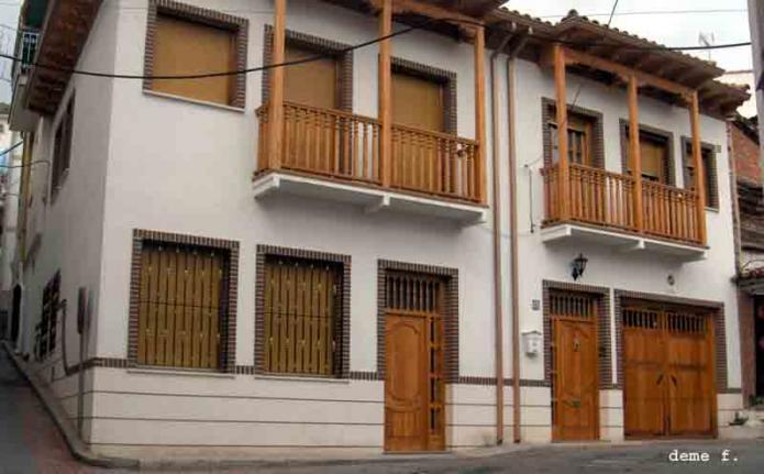 Balcones madera perales de taju a madrid for Balcones minimalistas fotos