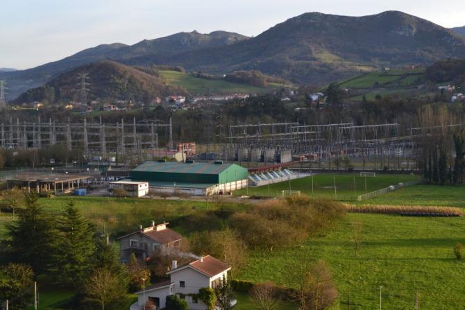 Campo de f tbol y piscinas bue o asturias for Piscinas en asturias