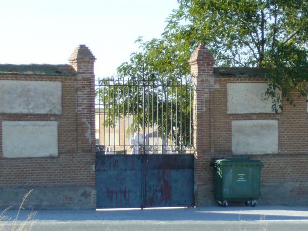 Puerta del cementerio narros del castillo avila for Puerta 4 del jockey