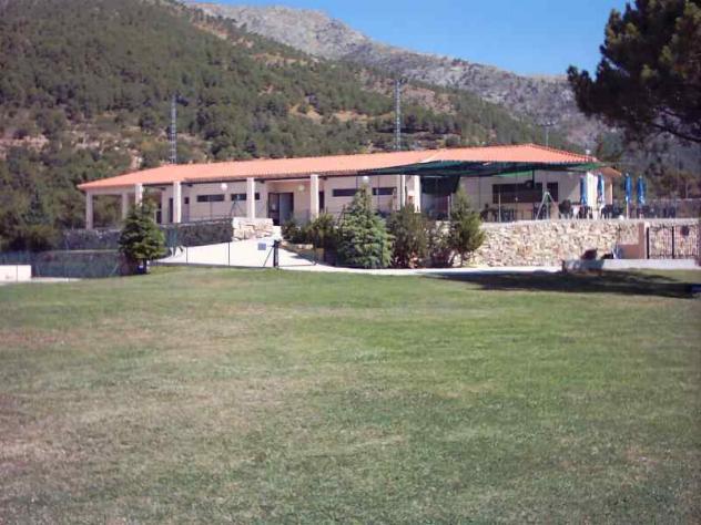 Piscina municipal entrada el arenal avila for Piscina municipal avila