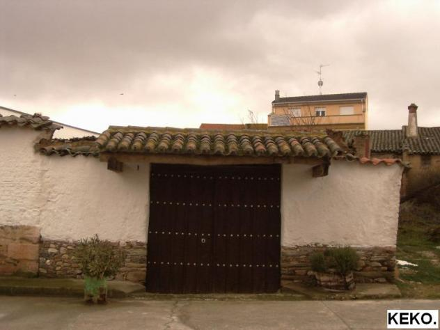 Puerta con madera y tejadillo navales salamanca - Tejadillo para puerta ...
