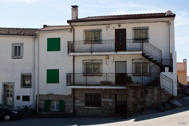 Casa balconada con escalera exterior valdemanco madrid - Fotos de escaleras exteriores de casas ...