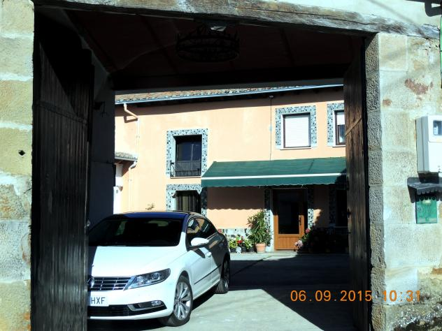 Patio con una vivienda interior menaza palencia for Vivienda interior