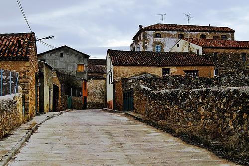 Entrada del pueblo por la calle valencia milmarcos - Casas de pueblo en valencia ...
