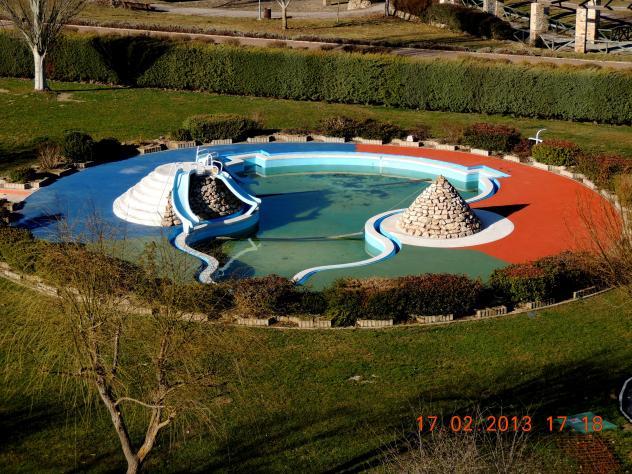 La piscina infantil cervera de pisuerga palencia for Piscina cervera