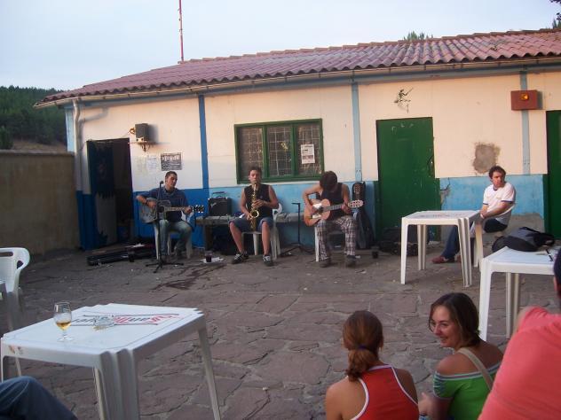 Bar piscina alar del rey palencia for Piscinas palencia