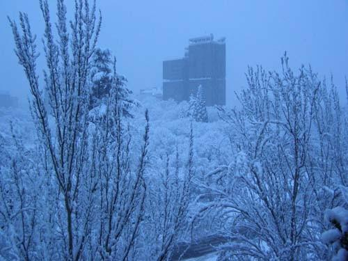 Edificio singular entre la nieve pamplona navarra - Edificio singular pamplona ...