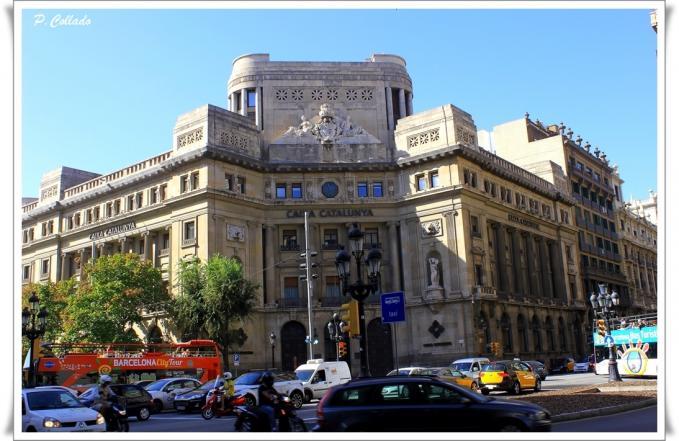 Edificio de caixa catalunya barcelona for Oficina caixa catalunya barcelona