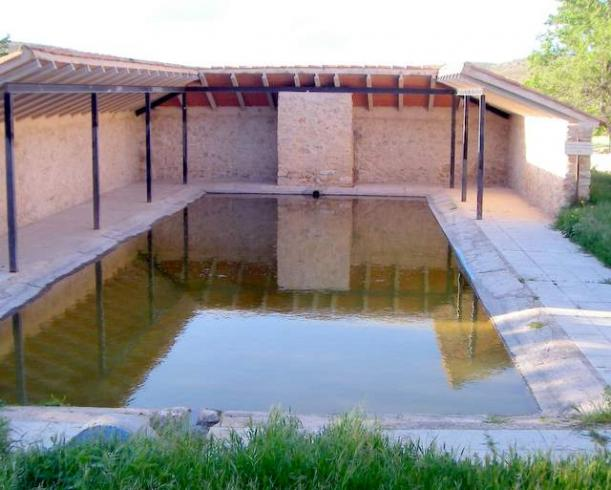 Estanque de agua del pueblo milmarcos guadalajara for Vendo estanque agua