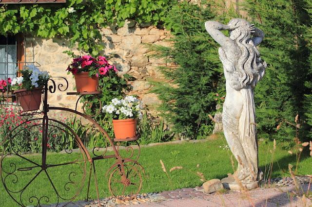 Bello detalle en el jard n el castillo le n for El jardin leon