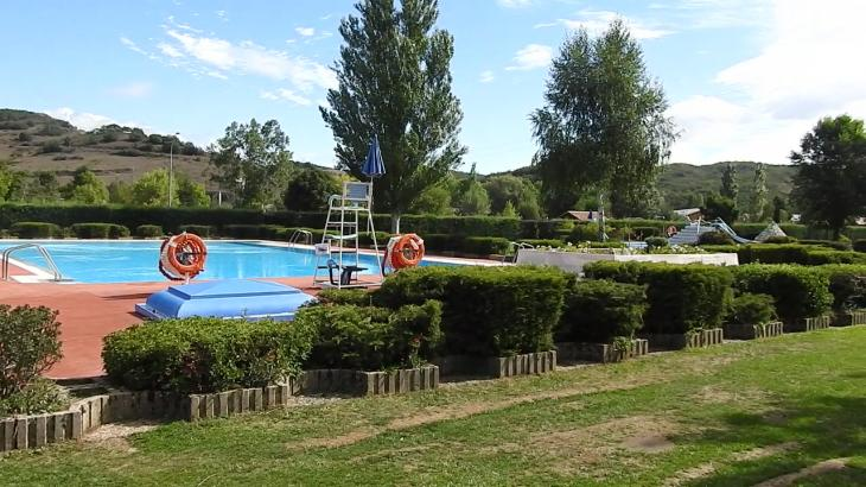 Las piscinas municipales de la b rcena cervera de for Piscina cervera