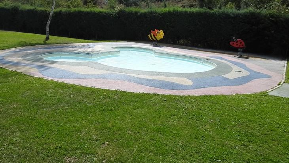 La piscina de ni os peque os cervera de pisuerga palencia for Piscina cervera