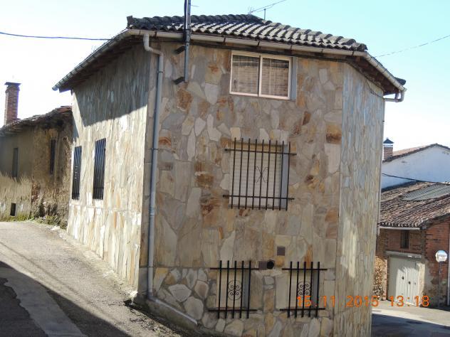 Casa de piedra pegada que separa dos calles villalba de - Casas en guardo ...