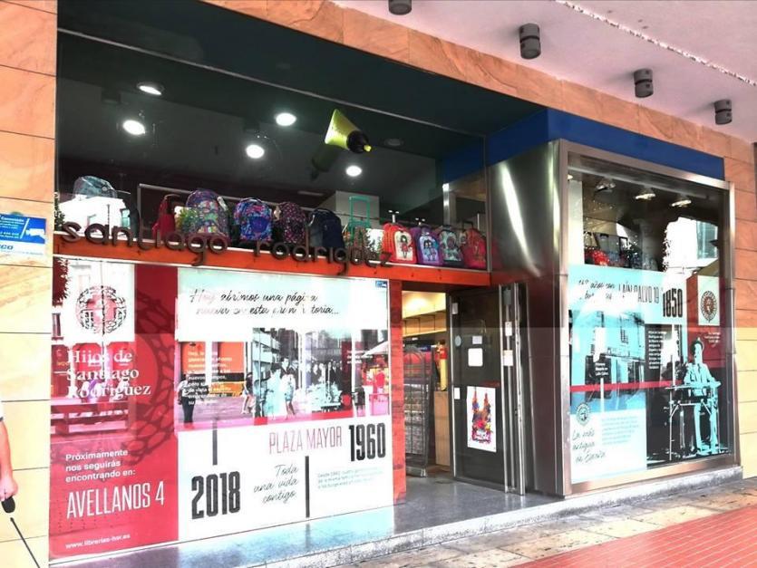 Libreria hijos de santiago rodriguez en plaza mayor burgos - Libreria couceiro santiago ...