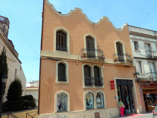 Casa modernista joaquim ballv molins de rei barcelona for Casas molins de rei