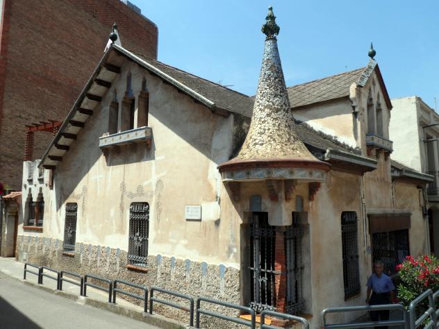 Casa modernista josep mas molins de rei barcelona for Casas molins de rei