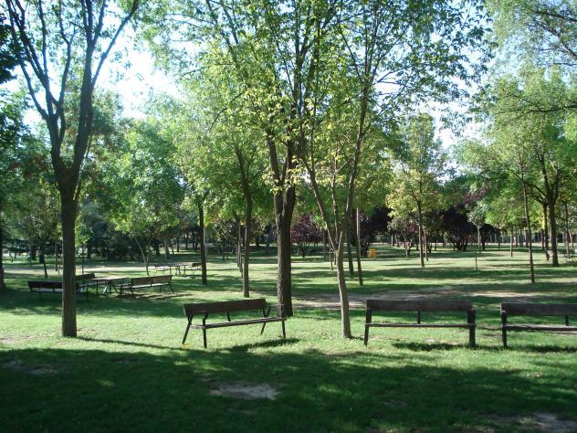 Parque de el soto bancos a la sombra mostoles madrid for Piscina el soto mostoles