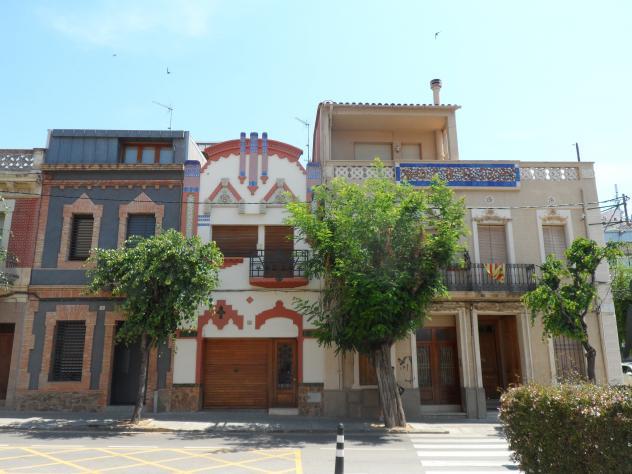 Casas modernistas en el passeig de la pau molins de rei - Casas modernistas barcelona ...