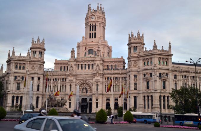 Edificio de correos madrid for Correo comunidad de madrid