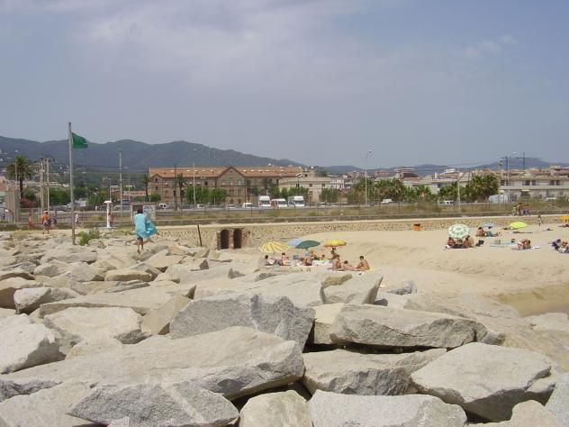 Playa de premi premia de mar barcelona for Piscina premia de mar