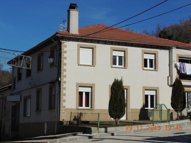 Casa moderna con pintura imitando siller a mantinos - Pintura casa moderna ...